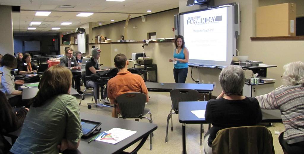 Sharon Clemmenson, UTK graduate student in Ecology & Evolutionary Biology, welcomes teachers to the Teaching Evolution Workshop